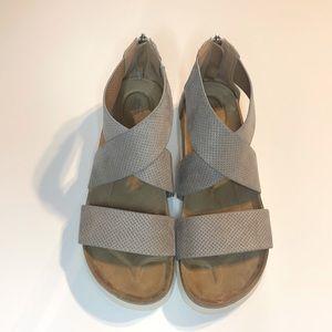 NEW DIRECTION Sandal